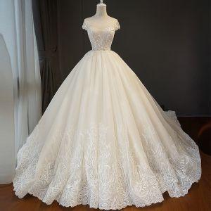 Elegante Champagner Brautkleider / Hochzeitskleider 2018 Ballkleid Spitze Blumen Rundhalsausschnitt Rückenfreies Ärmellos Königliche Schleppe Hochzeit