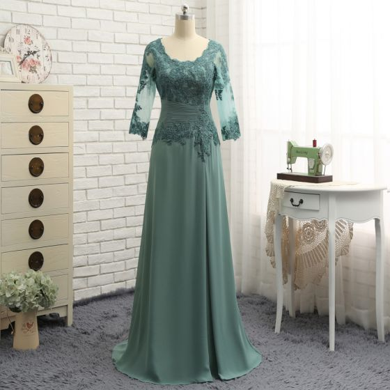 Modest / Simple Green A-Line / Princess Mother Of The Bride Dresses 2019 Chiffon Lace V-Neck Embroidered Appliques Backless Handmade  Sweep Train Church Wedding Party Dresses