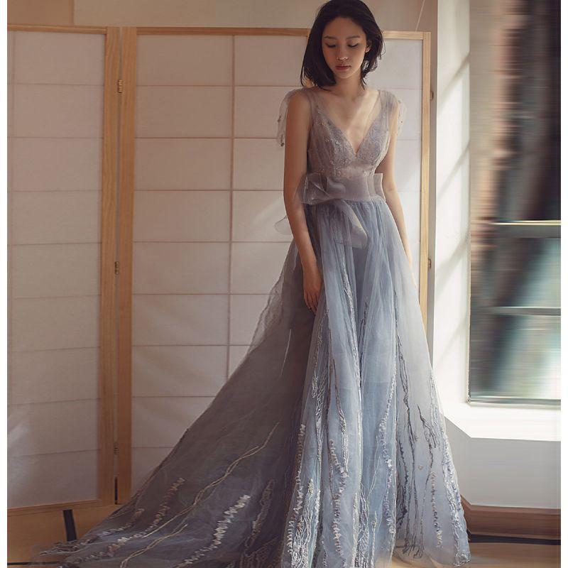Moderne / Mode Robe De Soirée 2017 V-Cou Sans Manches Argenté Tulle Volants Noeud Ceinture Dos Nu Robe De Ceremonie Train De Balayage