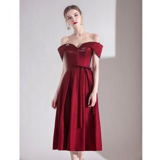 Chic / Beautiful Burgundy Homecoming Graduation Dresses 2020 A-Line / Princess Off-The-Shoulder Bow Short Sleeve Backless Tea-length Formal Dresses