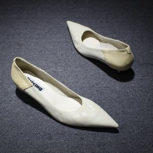 Modest / Simple White Casual Pumps 2019 Leather 4 cm Stiletto Heels Low Heel Pointed Toe Pumps