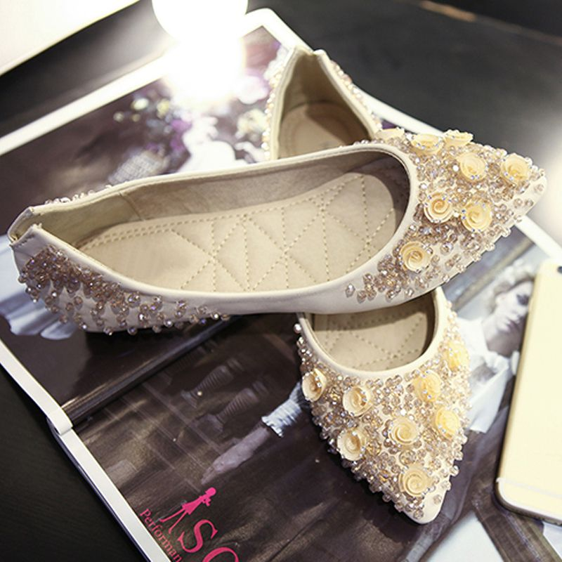Chic / Beautiful 2017 Champagne White Beach Casual Church Outdoor / Garden Leather Rhinestone Flat Sandals Womens Sandals