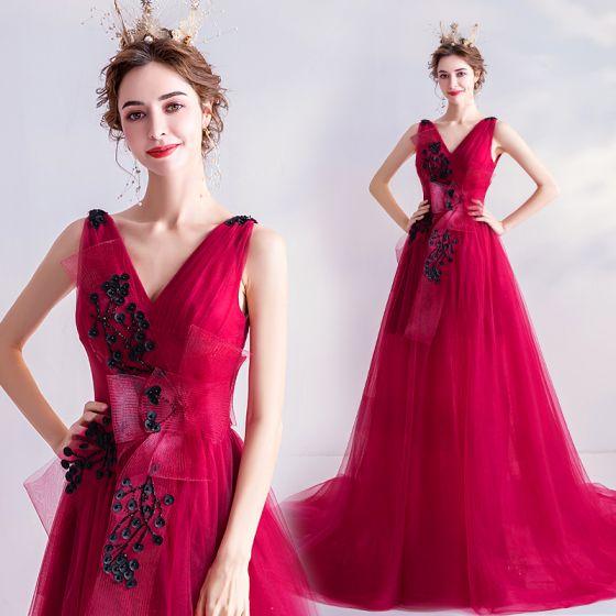 Edles Rot Abendkleider 2020 A Linie V-Ausschnitt Perlenstickerei Applikationen Schleife Ärmellos Rückenfreies Hof-Schleppe Festliche Kleider