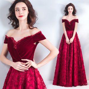 Chic / Beautiful Burgundy Evening Dresses  2019 A-Line / Princess Off-The-Shoulder Suede Crystal Short Sleeve Backless Floor-Length / Long Formal Dresses