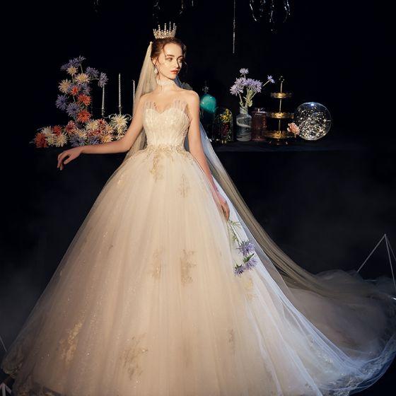 Eleganta Champagne Bröllopsklänningar 2019 Balklänning Älskling Ärmlös Halterneck Beading Pärla Appliqués Spets Glittriga / Glitter Tyll Cathedral Train Ruffle