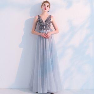 Sexig Grå Genomskinliga Aftonklänningar 2019 Prinsessa V-Hals Ärmlös Paljetter Pärla Beading Slits Fram Långa Ruffle Halterneck Formella Klänningar
