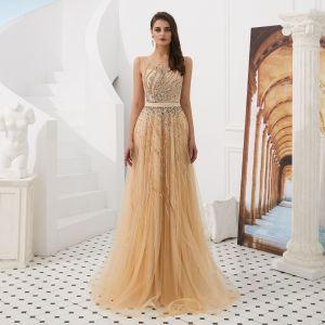 Luxus / Herrlich Gold Durchsichtige Abendkleider 2020 A Linie Eckiger Ausschnitt Ärmellos Handgefertigt Perlenstickerei Stoffgürtel Lange Rüschen Festliche Kleider