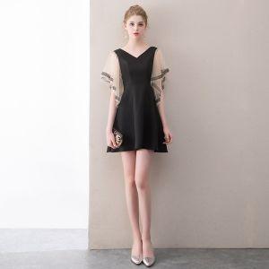 Modern / Fashion Black Short Graduation Dresses 2018 A-Line / Princess V-Neck Charmeuse Lace-up Backless Homecoming Formal Dresses