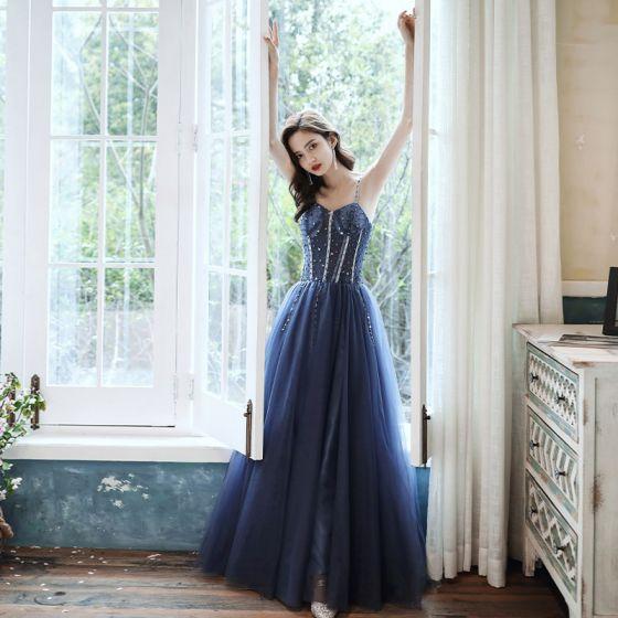 Eleganckie Granatowe Taniec Sukienki Na Bal 2020 Princessa Spaghetti Pasy Bez Rękawów Frezowanie Długie Wzburzyć Bez Pleców Sukienki Wizytowe
