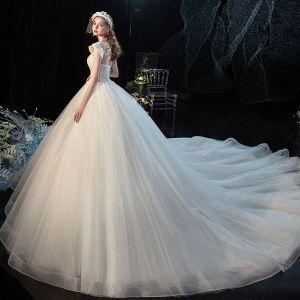 Charmant Champagner Brautkleider / Hochzeitskleider 2020 Ballkleid Rundhalsausschnitt Perlenstickerei Pailletten Ärmellos Rückenfreies Königliche Schleppe