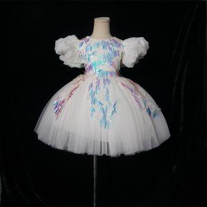 Chic / Belle Blanche Anniversaire Robe Ceremonie Fille 2020 Robe Boule Encolure Dégagée Gonflée Manches Courtes Appliques Paillettes Courte Volants Robe Pour Mariage
