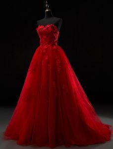 2016 Hermosa Novia Sin Tirantes De Apliques De Encaje De Tul Rojo Gruesa Vestido De Novia Con El Tren De Barrido
