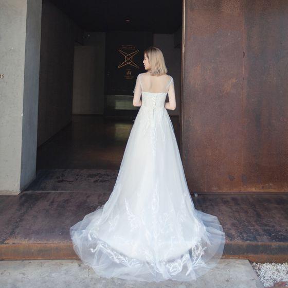 Schlicht Brautkleider 2017 Weiß A Linie Kapelle-Schleppe Kurze Ärmel Rundhalsausschnitt Rückenfreies Mit Spitze Applikationen