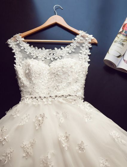 2015 Ball Gown Shoulders Scoop Neck Czech Diamond Appliques Lace Wedding Dress