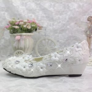 Chic / Beautiful 2017 White Casual Church Lace PU Appliques Crystal Rhinestone Flat Flat Sandals Wedding Shoes