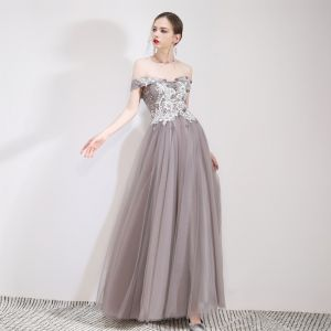 Chic / Beautiful Grey Evening Dresses  2019 A-Line / Princess Off-The-Shoulder Lace Flower Appliques Short Sleeve Backless Floor-Length / Long Formal Dresses