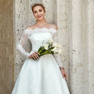 Mode Weiß Brautkleider / Hochzeitskleider 2020 A Linie Off Shoulder Asymmetrisch Stickerei Lange Ärmel Hochzeit