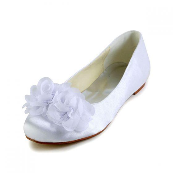 De Belles Fleurs À Bout Rond Blanc Satin Chaussures De Mariée Plat