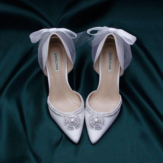 Charmant Ivory / Creme Satin Brautschuhe 2020 Schleife Perle Kristall Strass 9 cm Stilettos Spitzschuh Hochzeit Pumps