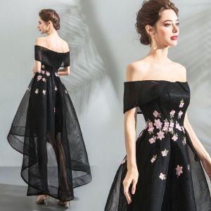 Mode Schwarz Cocktailkleider 2018 A Linie Asymmetrisch Spitze Applikationen Off Shoulder Rückenfreies Kurze Ärmel Festliche Kleider