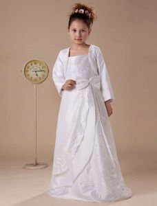 White Long Sleeves Appliques Satin Flower Girl Dress