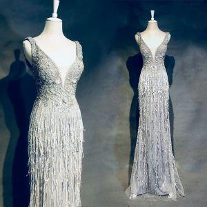 Luxus / Herrlich Silber Abendkleider 2018 Mermaid Perlenstickerei Quaste Kristall Strass V-Ausschnitt Rückenfreies Ärmellos Lange Festliche Kleider