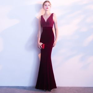 Amazing / Unique Burgundy Evening Dresses  2018 Trumpet / Mermaid V-Neck Beading Appliques Backless Evening Party Formal Dresses