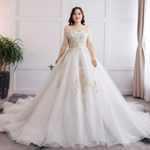 Glamorous White Wedding Appliques Backless Beading Embroidered Lace Tulle Strapless Ball Gown Chapel Train Plus Size Wedding Dresses 2019