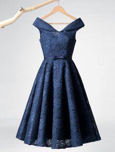Elegante Parteikleider 2016 A-line V-ausschnitt Tee Länge Marineblau Spitzenkleid