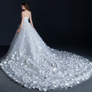 Unique Weiß Brautkleider 2018 Ballkleid Applikationen Perlenstickerei Strass Herz-Ausschnitt Rückenfreies Ärmellos Königliche Schleppe Hochzeit