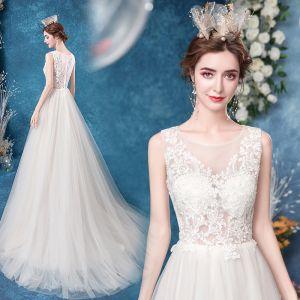 Erschwinglich Ivory / Creme Brautkleider / Hochzeitskleider 2020 A Linie Rundhalsausschnitt Spitze Blumen Ärmellos Sweep / Pinsel Zug
