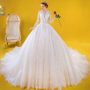 Luksusowe Kość Słoniowa Suknie Ślubne 2020 Suknia Balowa Przezroczyste Głęboki V-Szyja 3/4 Rękawy Aplikacje Z Koronki Frezowanie Trenem Katedra Wzburzyć