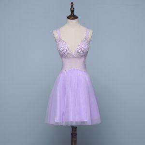 Sexy Lavendel Cocktailkleider 2019 A Linie V-Ausschnitt Perlenstickerei Strass Ärmellos Rückenfreies Kurze Festliche Kleider