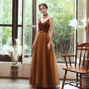 Piękne Brązowy Sukienki Wieczorowe 2020 Princessa Spaghetti Pasy Bez Rękawów Rhinestone Szarfa Długie Wzburzyć Bez Pleców Sukienki Wizytowe