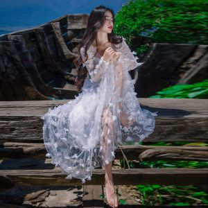 Iluzja Białe Miesiąc miodowy Długie sukienki 2019 Princessa V-Szyja Aplikacje Długie Rękawy Trenem Sweep Odzież damska