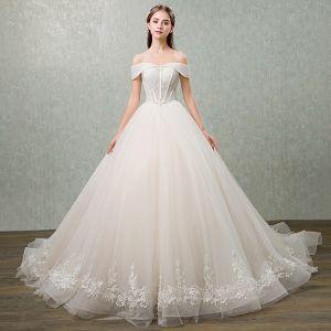Eleganta Champagne Bröllopsklänningar 2018 Balklänning Spets Blomma Rosett Paljetter Av Axeln Halterneck Ärmlös Cathedral Train Bröllop