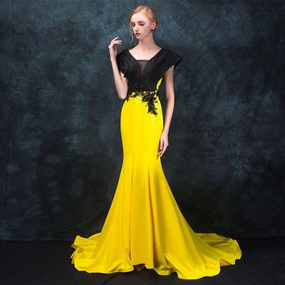 Mode Schwarz Gelb Abendkleider 2018 Mermaid V-Ausschnitt Ärmellos Perlenstickerei Hof-Schleppe Rückenfreies Festliche Kleider