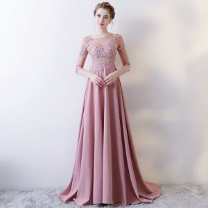 Illusion Pink Abendkleider 2018 A Linie Rundhalsausschnitt 1/2 Ärmel Applikationen Durchbohrt Spitze Strass Sweep / Pinsel Zug Rüschen Rückenfreies Festliche Kleider