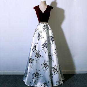 Chic / Beautiful Burgundy Evening Dresses  2018 A-Line / Princess V-Neck Floor-Length / Long Charmeuse Printing Evening Party Formal Dresses