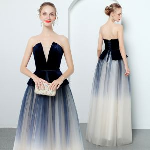 Moderne / Mode Bleu Marine Robe De Soirée 2018 Princesse Bustier Sans Manches Longue Volants Dos Nu Robe De Ceremonie