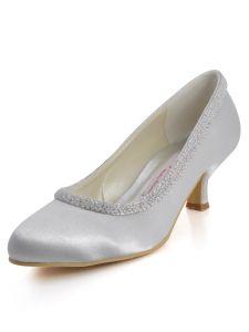 La Nouvelle Simplicite Douce Avec Des Chaussures Beige Chaussures De Noce