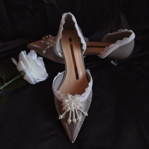 Elegant Grå Dating Perle Sandaler Dame 2020 Læder Med Blonder Blomsten 4 cm Stiletter Low Heel Spidse Tå Sandaler
