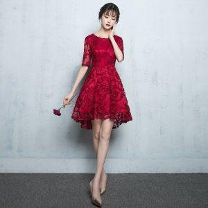 Chic / Belle Robe De Graduation 2017 En Dentelle Encolure Dégagée 1/2 Manches Courte Rouge Princesse