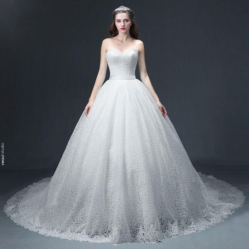 Luxury / Gorgeous Ivory Lace Wedding Dresses 2017 Ball Gown Sweetheart Sleeveless Backless Sash Chapel Train