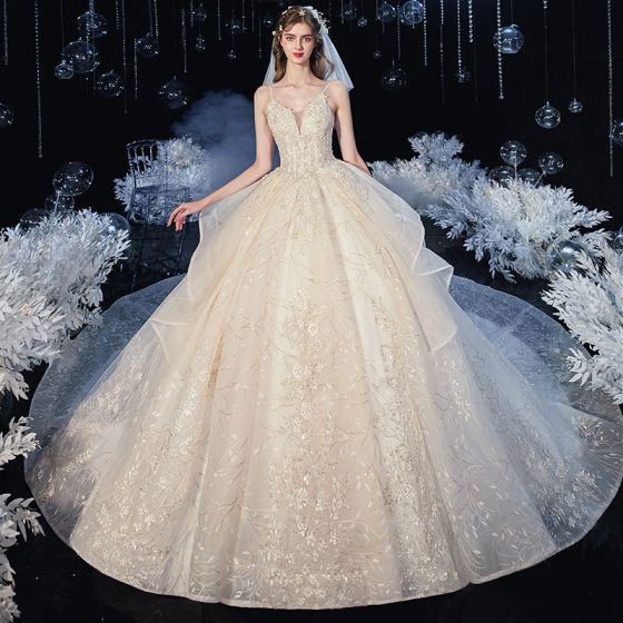 Romantisk Champagne Brud Bröllopsklänningar 2020 Balklänning Spaghettiband Ärmlös Halterneck Blad Appliqués Spets Paljetter Beading Cathedral Train Ruffle