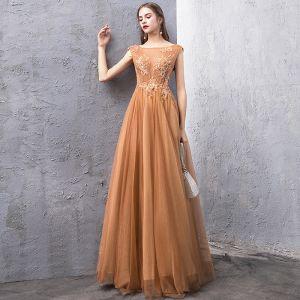 Edles Gold Abendkleider 2019 A Linie Durchsichtige Eckiger Ausschnitt Ärmellos Perlenstickerei Lange Rüschen Rückenfreies Festliche Kleider