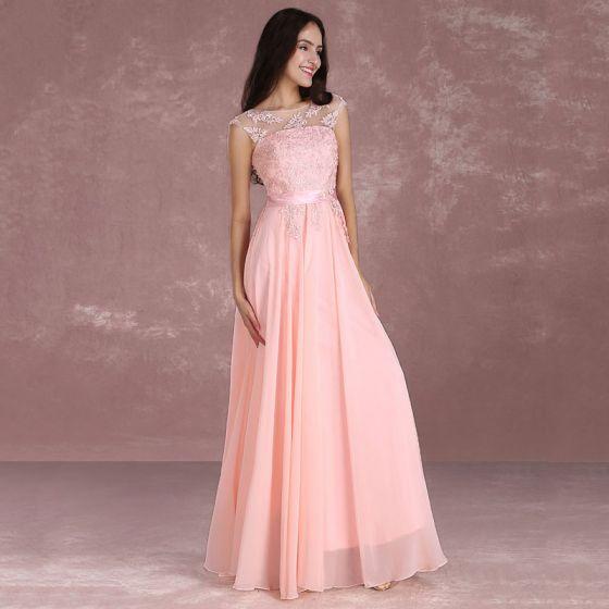 Stylowe / Modne Różowy Perłowy Sukienki Dla Druhen 2018 Princessa Wycięciem Bez Rękawów Aplikacje Z Koronki Szarfa Długie Bez Pleców Sukienki Na Wesele