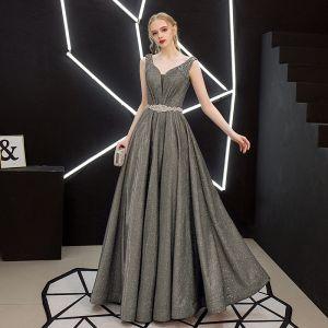 Charmant Argenté Robe De Soirée 2019 Princesse Sans Manches Glitter Polyester Perle Faux Diamant Ceinture V-Cou Dos Nu Longue Robe De Ceremonie