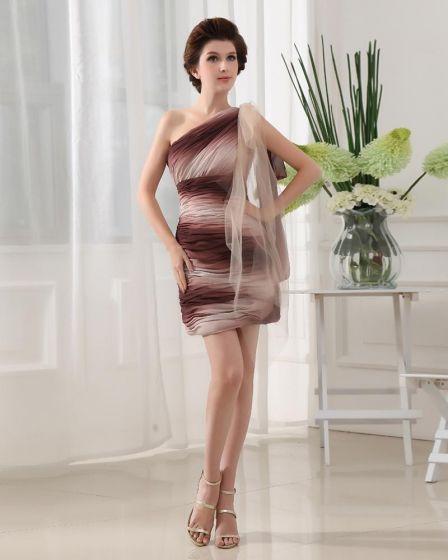 Une Epaule Sans Manches Dos Nu Mini-longueur De Soie Elastique De Mousseline A Volants Comme Le Satin De Soie Femme Une Petite Robe De Fete