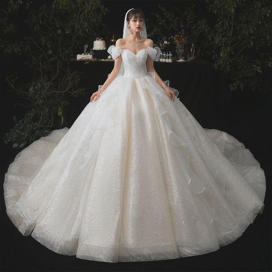 Aschenputtel Champagner Hochzeits Brautkleider / Hochzeitskleider 2020 Ballkleid Off Shoulder Kurze Ärmel Rückenfreies Glanz Tülle Kathedrale Schleppe